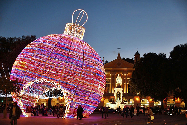 Christmas in World's Most Beautiful Cities - 1