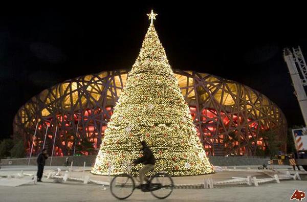 Christmas in World's Most Beautiful Cities - 23