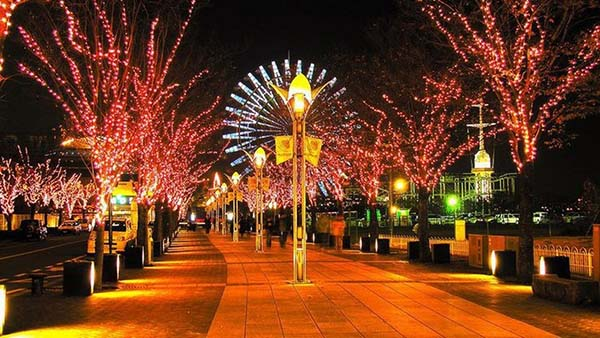 Christmas in World's Most Beautiful Cities - 38
