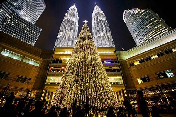 Christmas in World's Most Beautiful Cities - 39