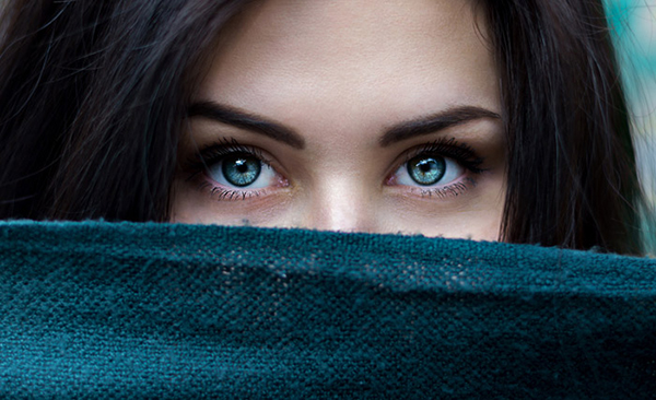 How to Retouch Eyes in Photoshop Tutorial